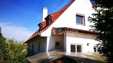 Řadový rodinný dům v pražských Modřanech