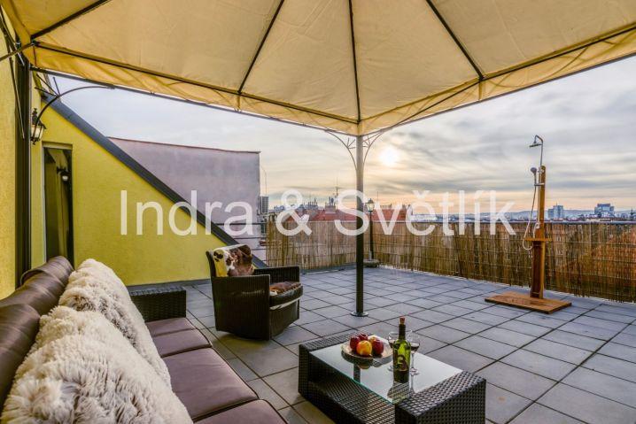Prodej bytu 4+kk, 135 m2, 2 terasy (40,2 m2 + 11,1 m2), balkon (6,3 m2), 2 parkovací stání, ul. U Libeňského pivovaru, Praha 8